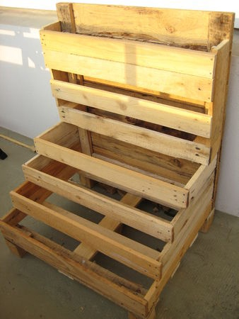 Diy pallet idea planter box diy pallet ideas for How to make a planter box out of pallets