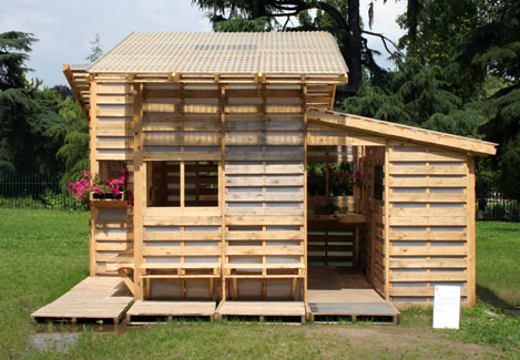 Diy pallet fort idea diy pallet ideas for How to build a playhouse out of pallets